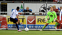 Fotball , 3. oktober 2015 ,   Eliteserien , Tippeligaen <br /> Mjøndalen - Stabæk 1-4<br /> Yassine Ghanassy  , Stabæk<br /> scorer her på Ivar Andreas Forn , MIF