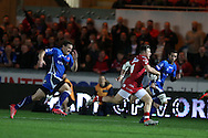 Steffan Evans of the Scarlets © runs in and scores his teams 1st try. Guinness Pro12 rugby match, Scarlets v Newport Gwent Dragons at the Parc y Scarlets in Llanelli, West Wales on Saturday 8th October 2016.<br /> pic by  Andrew Orchard, Andrew Orchard sports photography.