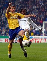 Photo. Jed Wee.<br /> Bolton Wanderers v Southampton, FA Barclaycard Premiership, Reebok Stadium, Bolton. 08/11/03.<br /> Southampton's Kevin Phillips (L) and Bolton's Ricardo Gardner tangle for possession.