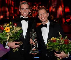 17-12-2013 ALGEMEEN: SPORTGALA NOC NSF 2013: AMSTERDAM<br /> In de Amsterdamse RAI vindt het traditionele NOC NSF Sportgala weer plaats.(R-L) Winnaars Alexander Brouwer en Robert Meeuwsen met hun trofee tijdens het NOC*NSF sportgala 2013<br /> ©2013-FotoHoogendoorn.nl