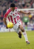 Photo Pete Downing<br />Sheffield Utd V Burnley.<br />Nationwide division one.<br /> 8/11/ 2003.<br />Jack Lester on the attackl for Sheffield.<br /><br />Photo:Peter Downing