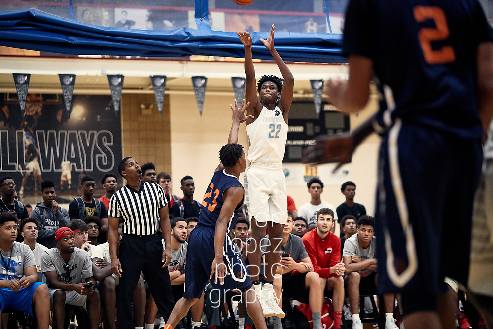 NORTH AUGUSTA, SC. JULY 11, 2017. Peach Jam play-in game, Team Final vs Nike Team Florida. Cameron Reddish #22 of Team Final shoots. NOTE TO USER: Mandatory Copyright Notice: Photo by Jon Lopez