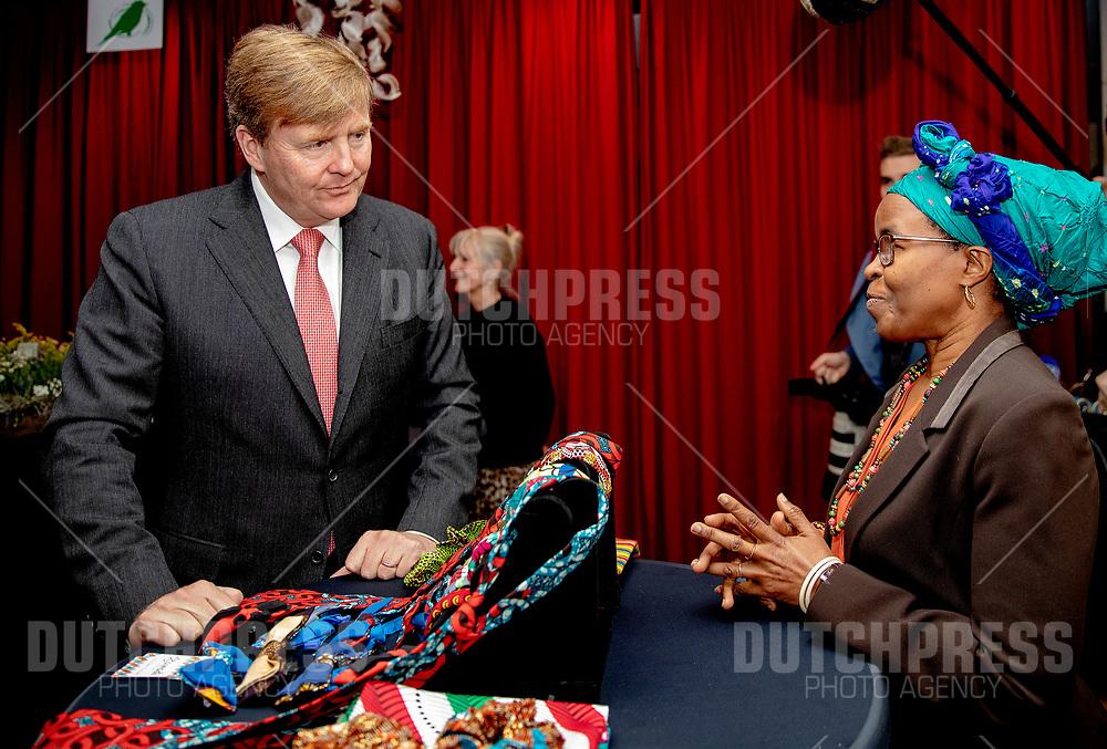 Koning Willem-Alexander tijdens zijn bezoek aan cooperatie De Vrije Uitloop in Breda