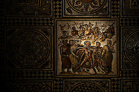 L ivresse d'Hercule<br /> Lemusee gallo-romain de Lyona ete construit pres des theatres romains, sur la colline deFourviere, situee autrefois au cœur de la cite romaine de Lugdunum. <br /> Capitale de la province Lyonnaise, c etait une cite gallo-romaine importante et prospere qui a laisse de nombreux vestiges.<br /> Le musee actuel, construit par l architecteBernard Zehrfussa ete inaugure en 1975. Le batiment est inscrit en bordure du site antique, enterre sous la colline de fourviere.Les deux monuments majeurs de la cite : le theatre et l odeon, sont desormais integres au secteur classePatrimoine Mondialpar l UNESCO.A l interieur, on y accede par une rampe en beton brut descendant en spirale et se ramifiant vers des paliers destines a l exposition des collections du musée.<br /> Ce musee reçoit a peu pres 100 000 visiteurs par an.