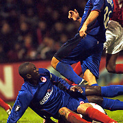 NLD/Alkmaar/20051124 - Voetbal, AZ - Middlesborough, duel tussen Jimmy Hasselbaink en Joris Mathijsen