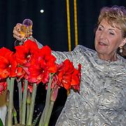 NLD/Heiloo/20180420 - Prinses Margriet bij jubileum Holland Bulb Market, Prinses Margriet doopt de naar haar vernoemde amaryllis