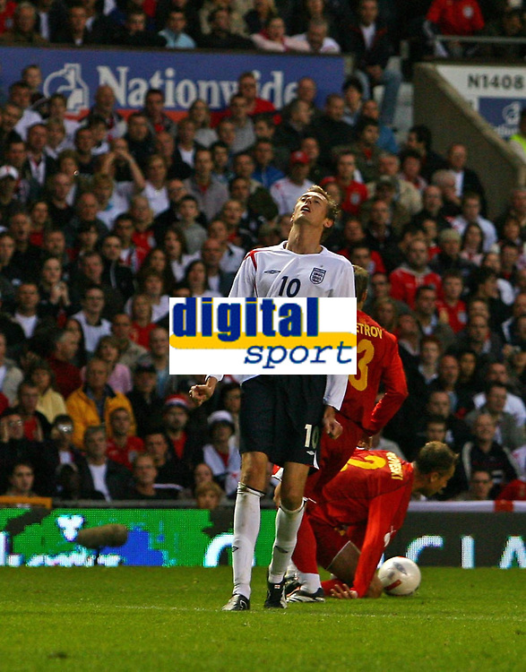 Photo: Andrew Unwin.<br />England v Macedonia. UEFA European Championships 2008 Qualifying. 07/10/2006.<br />England's Peter Crouch rues a missed opportunity.