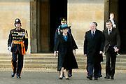 Staatsbezoek van de President van Slowakije , Zijne Excellentie president Ivan Gasparovic en zijn echtgenote Silvia Gasparovicova.<br /> <br /> Statevisit of the President of  Slowakije Ivan Gasparovic and his wife  Silvia Gasparovicova.<br /> <br /> Op de foto/ On the photo: <br /> <br /> Koningin Beatrix en president Ivan Gasparovic bij de welkomstceremonie