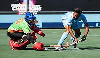 BREDA -  Harmanpreet Singh (Ind.) met keeper Tyler Lovell (Aus)   tijdens de shoot outs.  , Australia-India (1-1), finale Rabobank Champions Trophy 2018. Australia wint shoot outs.  COPYRIGHT  KOEN SUYK