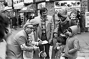 08/12/1977.12/08/1977.8th December 1977.Photograph of Maureen Potter & Danny Cummins fundraising for Concern at St Stephens Green.