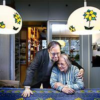 Nederland, Amsterdam , 1 februari 2011..Gehandicapte Martin en zijn moeder Martha Varkevisser. Wegens bezuinigingen van het huidige kabinet wordt het gehandicaptenbusje van Pantar waarmee Martin vervoerd wordt wegbezuinigd..Foto:Jean-Pierre Jans