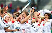 ROTTERDAM - Vreugde bij Duitsland met in het midden Marie Mavers  na de finale wedstrijd tussen de vrouwen van Nederland en Duitsland (1-1, Duitsland wint na shoot outs)in de Hockey World League.  ANP KOEN SUYK