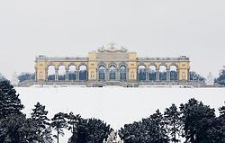 THEMENBILD - Schönbrunn liegt im 13. Wiener Gemeindebezirk Hietzing. Das Schloss Schönbrunn ist das größte Schloss und eines der bedeutendsten und meistbesuchten Kulturgüter Österreichs. Wie auch der Schlosspark gehört es zum UNESCO-Weltkulturerbe., im Bild die Gloriette. Aufgenommen am 03. Februar 2017 // Schönbrunn is in the 13th municipal District of Vienna Hietzing. The Schönbrunn palace is the largest castle and one of the most important and most popular cultural properties of Austria. The palace as well as the castle grounds are part of the UNESCO World Cultural Heritage, This picture shows the Gloriette, Vienna, Austria on 2017/02/03. EXPA Pictures © 2017, PhotoCredit: EXPA/ Sebastian Pucher