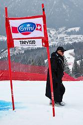 03.03.2011, Pista di Prampero, Tarvis, ITA, FIS Weltcup Ski Alpin, 2. Abfahrtstraining der Damen, im Bild FIS Renndirektor Weltcup Damen Jan Tischhauser // FIS race director Worldcup Ladie's during Ladie's Downhill Training, FIS World Cup Alpin Ski in Tarvisio Italy on 3/3/2011. EXPA Pictures © 2011, PhotoCredit: EXPA/ J. Groder