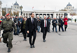 26.10.2016, Heldenplatz, Wien, AUT, Nationalfeiertag und Angelobung der neuen Rekruten. im Bild Bundeskanzler Christian Kern (SPÖ) // Federal Chancellor of Austria Christian Kern during Austrian National Day at Heldenplatz in Vienna, Austria on 2016/10/26 EXPA Pictures © 2016, PhotoCredit: EXPA/ Michael Gruber