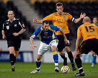 Photo: Jed Wee/Sportsbeat Images.<br /> Hull City v Cardiff City. Coca Cola Championship. 01/12/2007.<br /> <br /> Cardiff's Steve Thompson (C) attacks.