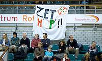 ROTTERDAM - Spandoek MOP  tijdens de  finale zaalhockey om het Nederlands kampioenschap tussen de  vrouwen  van Amsterdam en MOP.  Amsterdam wint de finale en dus het Kampioenschap.ANP KOEN SUYK