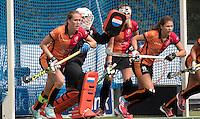 UTRECHT - HOCKEY -  verdediging OR met oa Daphne van der Velden (Oranje-Rood) , keeper Larissa Meijer (Oranje-Rood) , Fleur Broers (Oranje-Rood)  tijdens  de hoofdklasse hockeywedstrijd dames Kampong-Oranje-Rood (0-5) .  COPYRIGHT KOEN SUYK