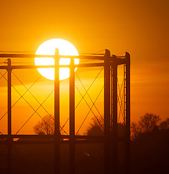 © Licensed to London News Pictures. 25/02/2019. Bromley, The winter Sun sets over South East London tonight after the hottest February day on record. Photo credit: Grant Falvey/LNP
