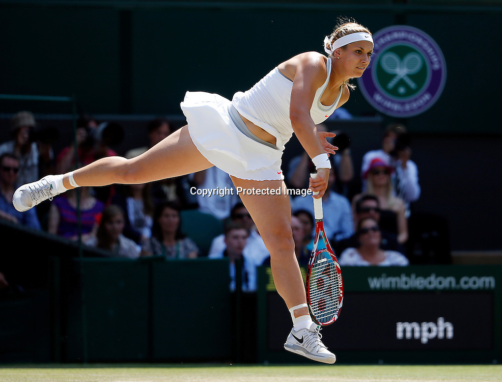 epa03777807 Sabine Lisicki of Germany serves to Marion Bartoli of France during the women's final for the Wimbledon Championships at the All England Lawn Tennis Club, in London, Britain, 06 July 2013.  EPA/KERIM OKTEN