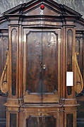 close up of a bilingual English Italian confessional