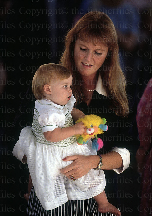 THE DUCHESS OF YORK AND PRINCESS BEATRICE SEEN BEFORE BOARDING THE ROYAL YACHT BRITTANNIA TO CRUISE FOR HOLIDAYS IN SCOTLAND. AUGUST 1989<br /> F/182