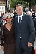 Zijne Hoogheid Prins Floris van Oranje Nassau, van Vollenhoven en mevrouw mr. A.L.A.M. Söhngen zijn zaterdag 22 oktober in de kerk van Naarden in het  huwelijk getreden. De prins is de jongste zoon van Prinses Magriet en Pieter van Vollenhoven.<br /> <br /> Church Wedding Prince Floris and Aimée Söhngen. <br /> <br /> Church Wedding Prince Floris and Aimée Söhngen in Naarden. The Prince is the youngest son of Princess Margriet, Queen Beatrix's sister, and Pieter van Vollenhoven. <br /> <br /> Op de foto / On the photo;