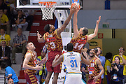 DESCRIZIONE : Cremona Lega A 2015-16 Play Off gara 1 Vanoli Cremona Umana Reyer Venezia <br /> GIOCATORE : Tomas Ress Ejim Melvin<br /> CATEGORIA :  Controcampo Rimbalzo<br /> SQUADRA : Umana Reyer Venezia<br /> EVENTO : Campionato Lega A 2015-2016 GARA : Vanoli Cremona vs Umana Reyer Play Off gara 1<br /> DATA : 08/05/2016 <br /> SPORT : Pallacanestro <br /> AUTORE : Agenzia Ciamillo-Castoria/I.Mancini<br /> Galleria : Lega Basket A 2015-2016 Fotonotizia : Cremona Lega A 2015-16 PlayOff Gara 1  Vanoli Cremona Umana Reyer Venezia
