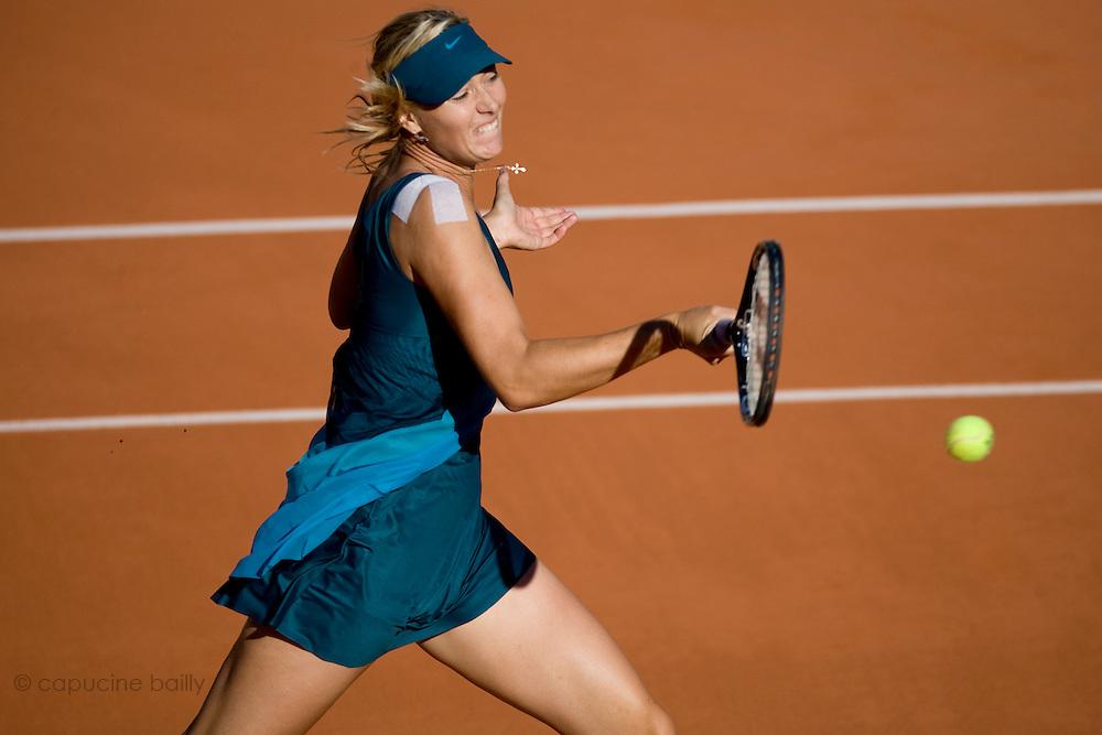 Paris, France. May 29th 2009. .Roland Garros - Tennis French Open. 3rd Round..Russian player Maria Sharapova against Yaroslava Shvedova
