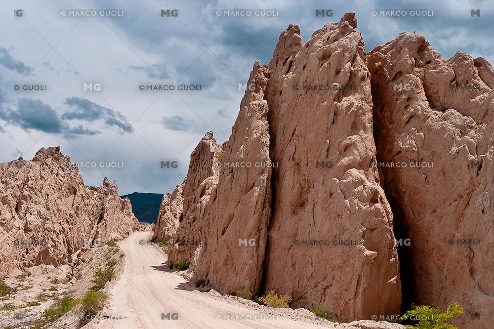 RUTA 40 EN QUEBRADA DE LAS FLECHAS, VALLES CALCHAQUIES, PROV. DE SALTA, ARGENTINA