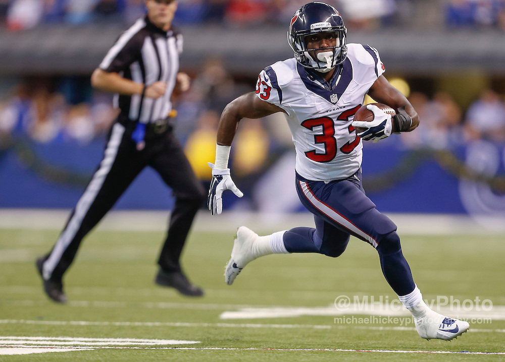 INDIANAPOLIS, IN - DECEMBER 20: Akeem Hunt #33 of the Houston Texans runs the ball against the Indianapolis Colts at Lucas Oil Stadium on December 20, 2015 in Indianapolis, Indiana.  (Photo by Michael Hickey/Getty Images) *** Local Caption *** Akeem Hunt