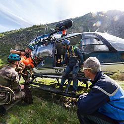 Entraînement des équipes cynophiles de la Gendarmerie de Haute Savoie. Hélitreuillage depuis un EC145 de la SAG de Chamonix d'équipes cynophiles françaises et suisses sur un ponton au dessus de la cascade de Berard.<br /> Mai 2017 / Chamonix (74) / FRANCE<br /> Voir le reportage complet (70 photos) http://sandrachenugodefroy.photoshelter.com/gallery/2017-05-Helitreuillage-a-la-SAG-Chamonix-Complet/G0000DY7DXzTpv20/C0000yuz5WpdBLSQ