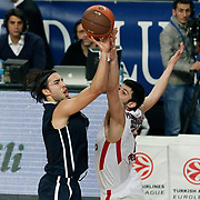 Anadolu Efes's Sasha Vujacıc (L) during their Turkish Airlines Euroleague Basketball Top 16 Group E Game 4 match Anadolu Efes between Olympiacos at Sinan Erdem Arena in Istanbul, Turkey, Wednesday, February 08, 2012. Photo by TURKPIX
