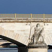 Europe, France, Paris. Pont des Invalides.
