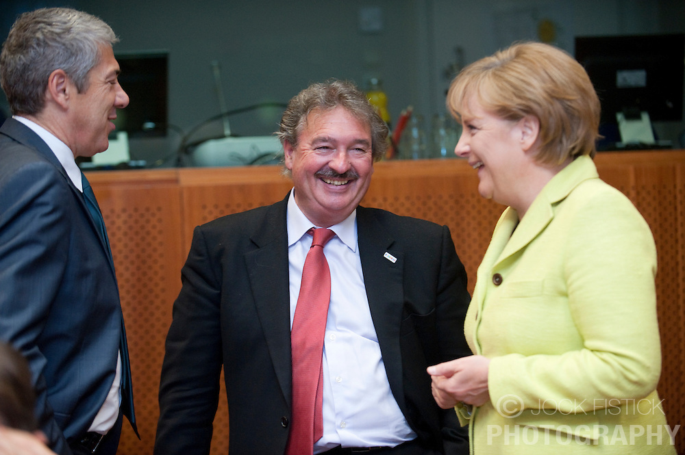 Jean Asselborn, Luxembourg's foreign minister, speaks with .Angela Merkel, Germany's chancellor, right, and Jose Socrates, Portugal's prime minister, during the EU Summit in Brussels, Friday, June 19, 2009. (Photo © Jock Fistick)