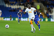 Mohamed Diame of Hull city (c) makes a break. Skybet football league championship match, Cardiff city v Hull city at the Cardiff city stadium in Cardiff, South Wales on Tuesday 15th Sept 2015.<br /> pic by Andrew Orchard, Andrew Orchard sports photography.