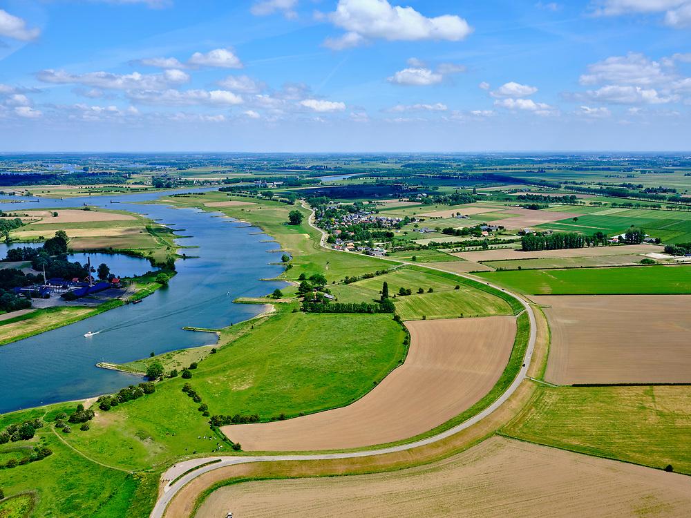 Nederland, Gelderland, Gemeente Buren; 27-05-2020; Lekdijk Oost, Lekbandijk. Tussen Beusichem en Ravenswaaij. Na het hoogwater van 1995 is de dijk versterkt en verbeterd.<br /> Lekdijk West just wast of Beusichem. After the flood of 1995, the dike was strengthened and improved.<br /> <br /> luchtfoto (toeslag op standard tarieven);<br /> aerial photo (additional fee required)<br /> copyright © 2020 foto/photo Siebe Swart