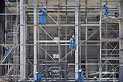 Nederland, Nijmegen, 2-6-2009Steigerbouwers aan het werk op een bouwplaats van Elektrabel.Foto: Flip Franssen/Hollandse Hoogte