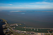 Nederland, Groningen, Lauwersoog, 08-09-2009; haven met veerdienst op het eialnd Schiermonnikoog, aan de horizon. Links de  R.J. Cleveringsluizen (Lauwerssluizen), spuisluizen tussen Waddenzee en Lauwersmeer (voormalige Lauwerszee) .Ferry port, service to Isle Schiermonnikoog, on the horizon. Left R.J. Clevering sluices, sluices between the Wadden Sea and Lauwersmeer (former Lauwerszee).luchtfoto (toeslag); aerial photo (additional fee required); .foto Siebe Swart / photo Siebe Swart