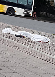 (170818) -- TURKU (FINLAND), Aug. 18, 2017 (Xinhua) -- A victim is seen lying on the ground covered with a white sheet following stabbing attacks in Turku, southwestern Finland, on Aug. 18, 2017. Several people were stabbed in downtown Turku, southwestern Finland on Friday, when more than one man mounted the attacks simultaneously. At least two died and eight others were injured, according to local media. (Xinhua/Zhilwan Pirkhezri) (Photo by Xinhua/Sipa USA)