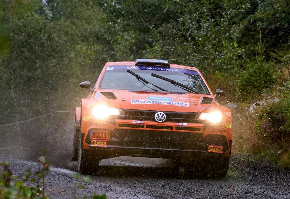 2021-08-27 ÄLMHULT<br /> South Swedish Rally 2021<br /> <br /> Dennis Rådström<br /> Johan Johansson<br /> KAK Motorsport<br /> Polo GTI R5<br /> <br />  ***betalbild***<br /> <br /> Foto: Peo Möller<br /> <br /> South Swedish Rally 2021, rally, rallybil, grusväg, tävling, Älmhult, SM, deltävling, regn, Sydsvenska Rallyt 2021