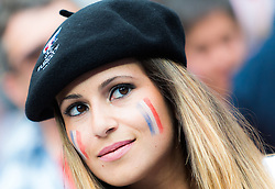 10.06.2016, Parc de Princes, Paris, FRA, UEFA Euro, Frankreich, Frankreich vs Rumaenien, Gruppe A, im Bild ein weiblicher Frankreich Fan // a French Women before Group A match between France and Romania of the UEFA EURO 2016 France at the Parc de Princes in Paris, France on 2016/06/10. EXPA Pictures © 2016, PhotoCredit: EXPA/ JFK