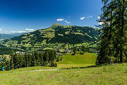 THEMENBILD - Die Rechtskurve im Lärchenschuss mit dem Kitzbüheler Horn als Bergpanorama, aufgenommen am 26. Juni 2017, Kitzbühel, Österreich // The right curve in the larch with the Kitzbüheler Horn as a mountain panorama at the Streif, Kitzbühel, Austria on 2017/06/26. EXPA Pictures © 2017, PhotoCredit: EXPA/ Stefan Adelsberger
