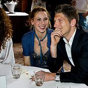 NLD/Amsterdam/20100328 - Veiling voor Engelen van Oranje, Kim Sanders, Lonneke Rotmans en partner Stijn Schaars