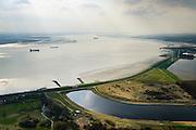 Nederland, Zeeland, Gemeente Reimerswaal, 01-04-2016; Bathse spuisluis en Bathse spuikanaal gezien naar de Westerschelde. Spuikanaal en spuisluis maken zorgen voor de zoetwaterhuishouding van het Zoommeer en maken onderdeel uit van de Deltawerken.<br /> Sluice and drainage canal, part of the fresh water management works, build as part of the Delta Works.<br /> <br /> luchtfoto (toeslag op standard tarieven);<br /> aerial photo (additional fee required);<br /> copyright foto/photo Siebe Swart