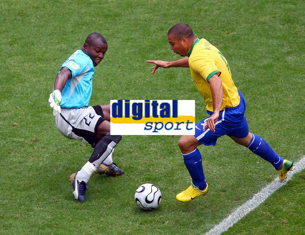 Tor zum 1:0 v.l. Richard Kingston, Torschuetze Ronaldo Brasilien<br /> Fussball WM 2006 Achtelfinale Brasilien - Ghana<br /> Brasil - Ghana<br /> Norway only