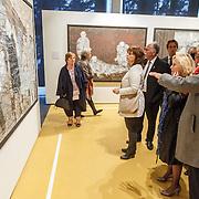 NLD/Amsterdam/20160515 - Nationaal Holocaust museum opent met schilderijen Jeroen Krabbé, minister Jet Bussemaker word rondgeleid door Jeroen