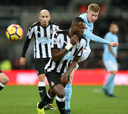 27 December 2017 Newcastle: Premier League Football - Newcastle United v Manchester City : Kevin De Bruyne of Man City takes a shot.<br /> (photo by Mark Leech)