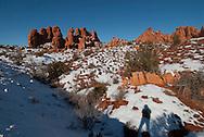 Devils Garden, Arches National Park, Utah, winter, tourists, MODEL RELEASED
