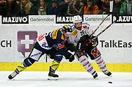 29.03.2011, Kloten, Eishockey NLA Playoff, Kloten-Flyers - SC Bern, Patrick VonGunten (KLO) gegen Martin Pluess (r, BER)  (Thomas Oswald/hockeypics)